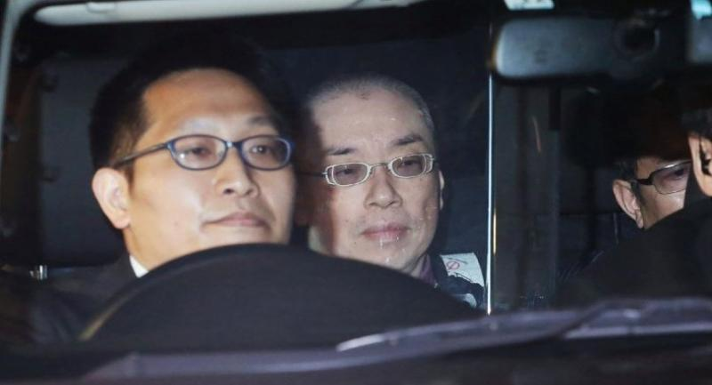 This April 28 picture shows a man, identified as Kaoru Hasegawa (R) being taken in a police vehicle after he was arrested in connection with two paring knives found at the school desk of Prince Hisahito, grandson of Emperor Akihito.//AFP