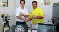 Avantist founder Keeran Janin and Kiradech Aphibarnrat during the contract signing ceremony.