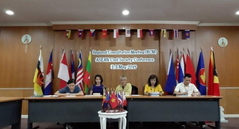 Chalida Tajaroensak, a member of the Thai Regional Steering Committee, (center) is at a press conference last week