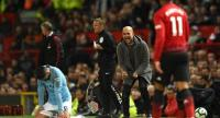 Manchester City's Spanish manager Pep Guardiola (2R) shouts towards Manchester City's German midfielder Ilkay Gundogan (L). / AFP
