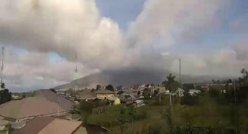 This handout picture taken and released by Indonesia's Badan Nasional Penanggulangan Bencana (BNPB), the accident mitigation agency, on May 7 shows Mount Sinabung volcano spewing thick volcanic ash, as seen from Karo//AFP