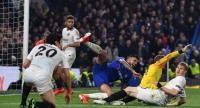 Chelsea's Brazilian-Italian defender Emerson Palmieri (C) fails to score during the UEFA Europa League semi-final second leg football match. / AFP
