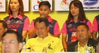 Jutatip Maneephan, middle, back row, during the press conference. / Photo by Wanchai Kraisornkhajit