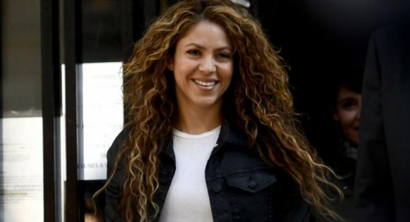 File photo : Colombian singer Shakira leaves a court in Madrid on March 27.//AFP