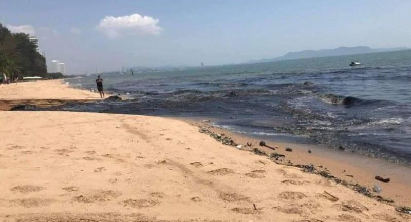Black wastewater flows on to Chon Buri's Na Jomtien Beach on Saturday, causing alarm among locals and tourists. Photo credit FB:WELOVEPATTA