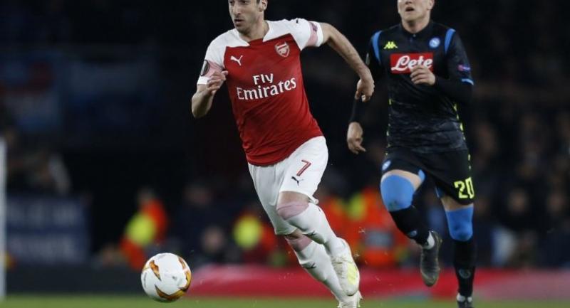 File photo : Arsenal's Armenian midfielder Henrikh Mkhitaryan (L)//AFP