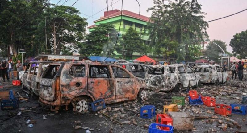 Cars that were burned by rioters are seen following overnight trouble near by the Elections Supervisory Agency (Bawaslu) in Jakarta on May 22. (AFP/Bay Ismoyo)