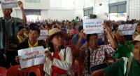 Hundreds of people at a forum in Roi Et province yesterday voice their opinion on the project to build a sugar factory and connected bagasse-fuelled power plant in Tambon None Sawan.