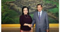 Armida Salsiah Alisjahbana (left) meets with Prime Minister Hun Sen on April 9.//Photo : Hun Sen's Facebook