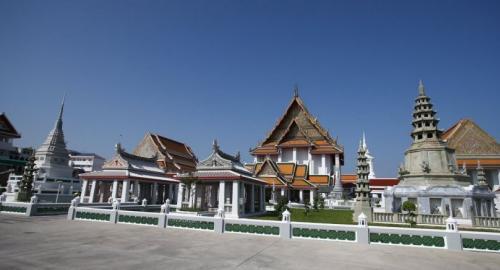 Wat Kanlayanamit Woramahawihan is home to a huge statue of Phra Buddha Trai Rattanayok created during the reign of King Rama III.
