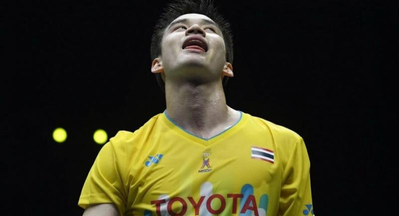 Thailand's Kantaphon Wangcharoen reacts after losing a point against China's Shi Yuqi. / AFP