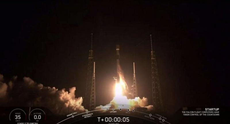 This video grab taken from the Space X webcast transmission on May 23 shows a SpaceX Falcon 9 rocket with 60 Starlink satelites lifting off from Space Launch Complex 40 at Cape Canaveral Air Force Station, Florida./Photo :