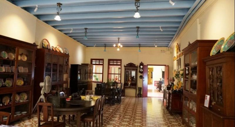 Part gallery, part boutique hotel, Woo occupies a century-old Sino-Portuguese shophouse in Phuket Old Town.