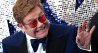 English singer-songwriter Elton John poses on the red carpet upon arriving for the UK premiere of the film Rocketman in London on May 20, 2019./ AFP
