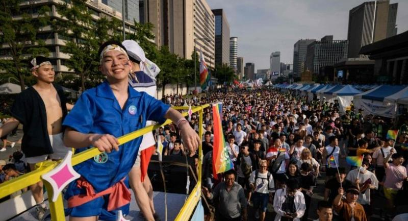 South Korea's pride parade marks 20 years in blaze of colour