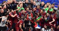 Liverpool's German manager Jurgen Klopp (C) celebrates with the trophy after his players won the UEFA Champions League final football match between Liverpool and Tottenham Hotspur at the Wanda Metropolitan Stadium in Madrid on June 1, 2019.