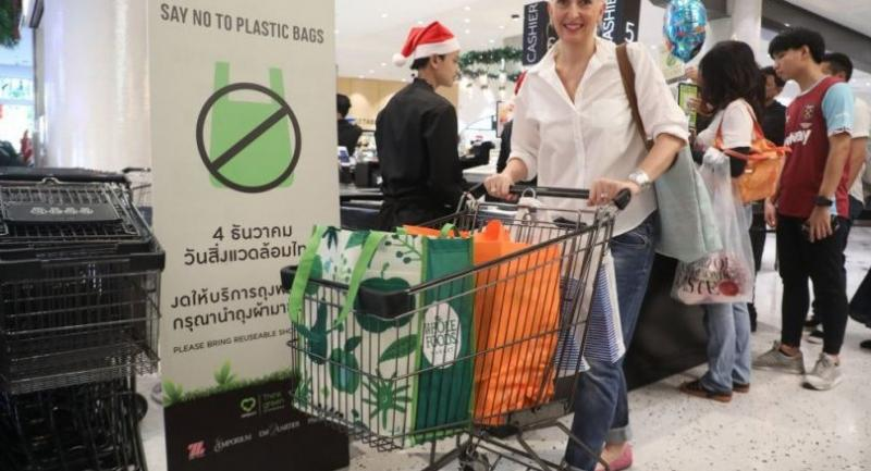 File Photo : Thai Environment Day gives consumers a chance to show they care by waving off offers of plastic bags at a department store.