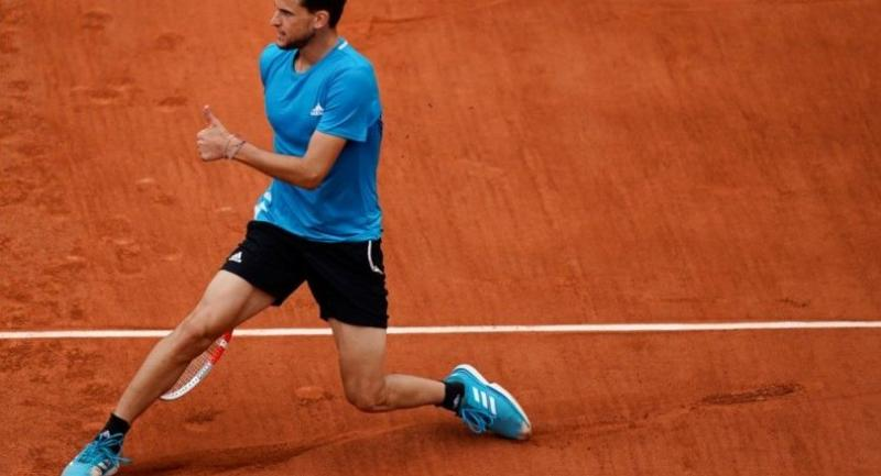 Austria's Dominic Thiem reacts with a thumbs up as he plays against Spain's Rafael Nadal. / AFP