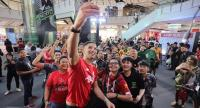 David James poses for a selfie with fans at Central World