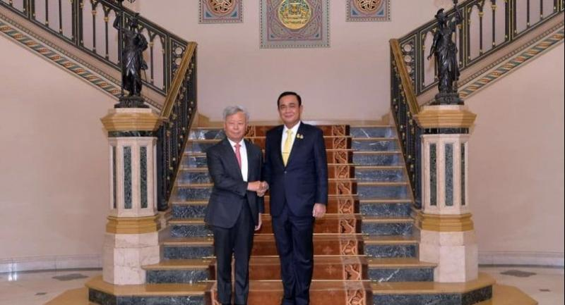 AIIB president Jin Liqun, left, meets Prime Minister Prayut Chan-o-cha at Government House on Thursday