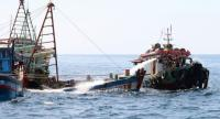 Indonesian authorities sink an impounded Vietnamese fishing boat in West Kalimantan on May 4.  Photo/AFP