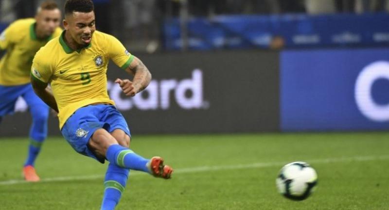 Brazil's Gabriel Jesus takes a penalty stopped by Peru's goalkeeper Pedro Gallese.