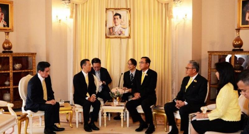 Out going JETRO President Hiroki Mitsumata, second left, introduces his successor Atsushi Taketani, left, to Prime Minister Prayut Chan-o-cha at the Government House.