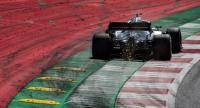 Mercedes' British driver Lewis Hamilton steers his car during the qualifying session of the Austrian Formula One Grand Prix in Spielberg. / AFP