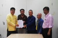 Members of an activist group present their letter of complaint to a senior official at Chiang Mai Government Complex.