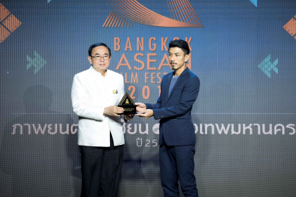 Actor Wanlop Rungkumjad received the Best Asean Film Award from the Minister of Culture Vira Rojpojchanarat