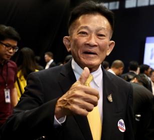 New Pheu Thai Party leader Sompong Amornwiwat