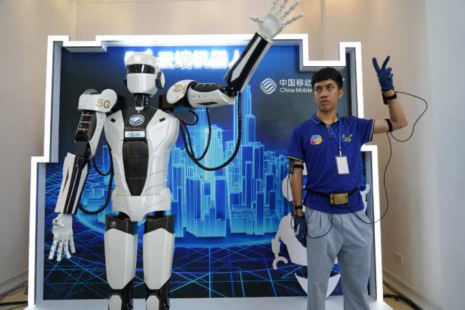 A robot capable of simulating human movements using a 5G network is displayed at the opening of the Jiangxi International Mobile Internet of Things Expo in Yingtan, Jiangxi province, on Thursday. [Photo/Xinhua]