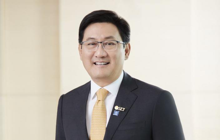 SET's president Pakorn Peetathawatchai