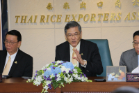 Thai Rice Exporters Association's president Charoen Laothammatas, centre.-Photo by: The Nation