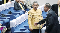 Senator Kittisak Rattanawaraha (in yellow shirt) is being calmed down by a fellow parliamentarian following a dispute with an opposition MP/NationPhoto