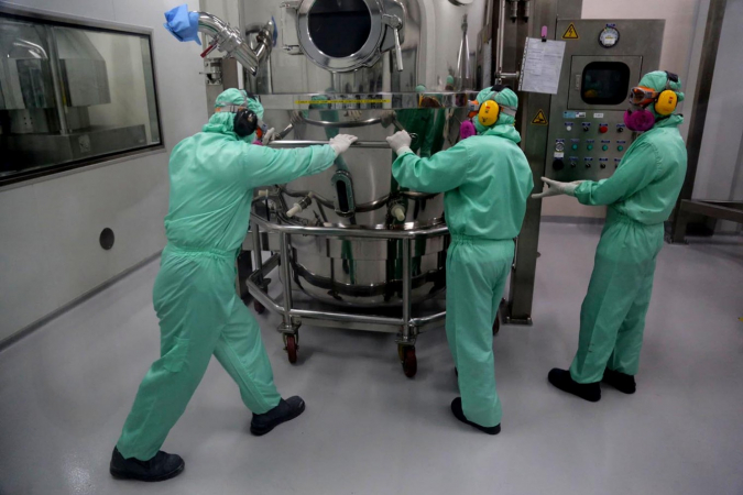 Workers inspect a production facility at Pfizer Indonesia's factory in Pasar Rebo, East Jakarta. Foreign direct investment rose 4 percent year-on-year during the first half to Rp 212.8 trillion, according to the latest data issued by the Investment Coordinating Board on Tuesday. (JP/Wendra Ajistyatama)