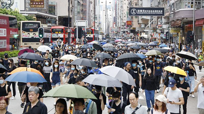 Traffic along Nathan Road, Tsim Sha Tsui is affected as protesters deviate from their planned route during a procession in Kowloon District, Hong Kong, Aug 3, 2019. (PHOTO / CHINA DAILY)