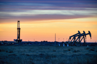 Carbon dioxide appears to be more efficient than water for hydraulic fracturing, or fracking, to extract oil and natural gas, according to a study led by scientists in China. (Shutterstock/FerrizFrames)
