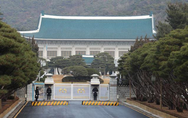 Seoul takes time mulling renewal of military intel-sharing