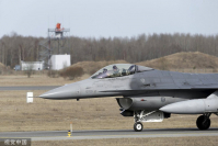 A US Air Force's F-16 fighter lands in Amari air base in Estonia on March 26, 2015. [Photo/VCG]