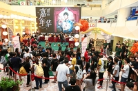Diehard fans: People queuing to buy Chou's concert tickets at a mall in Kuala Lumpur./Photo by The Star