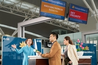The launch of cash and miles payment allows Vietnam Airlines' passengers to enjoy its 4-star services at attractive prices. (photo: courtesy of Vietnam Airlines)