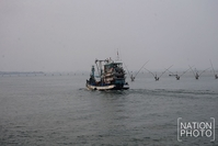 Songkhla's fishing boat skippers are cautioned to proceed carefully at sea due to poor visibility in the haze. (Nation/Charoon Thongnual)
