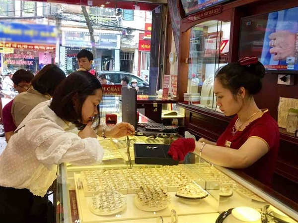 A Bao Tin Minh Chau Jewellery and Gemstone Company store. Though gold prices have declined in the first week of September, the forecast for the rest of the year remains uncertain. — Photo btmc.vn