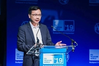Yang Chaobin, President of Huawei 5G product line, releases the