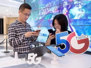 Consumers try out 5G smartphones at a shop in Shanghai. (Photo: China Daily)