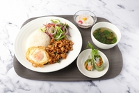 The gapao gai set served with clear soup, a spring roll, small salad and dessert