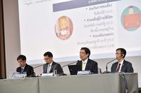 Titanun Mallikamas (second to right)