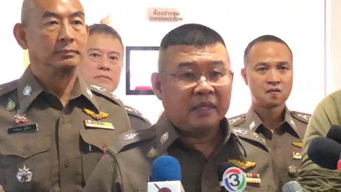 Pol Lt-General Damrongsak Kittiprapat (Centre)