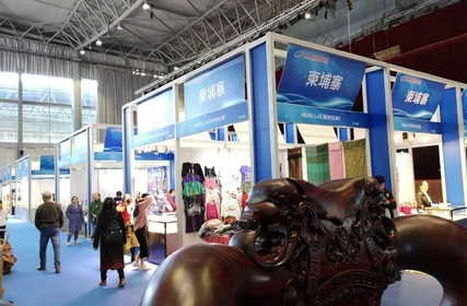 One hall is devoted to exhibits from nations along the Mekong River including Cambodia, Laos, Myanmar, Thailand and Vietnam.  (SHI WENZHI / CHINA DAILY)